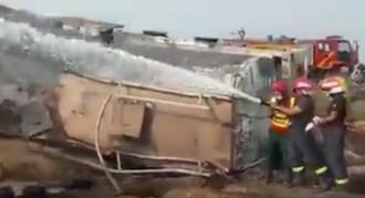 Vés a: L'explosió d'un camió cisterna provoca almenys 123 morts al Pakistan