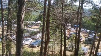 Vés a: Els participants a la macrofesta il·legal en un bosc protegit de Querol abandonen la zona