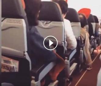 Vés a: VÍDEO Els passatgers d'un vol d'AirAsia, aterrits per les brutals sacsejades de l'avió