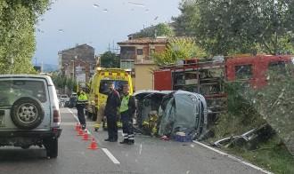 Dos persones ferides en l'accident d'un turisme a l'entrada de Tremp