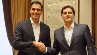 Vés a: C's i PSOE acorden crear una mesa de negociació a la tardor per «actualitzar» la Constitució