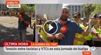 Vés a: Denuncien una agressió a un periodista d'Antena 3 a la protesta dels taxistes a Barcelona
