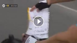 VÍDEO Petició de matrimoni d'un ciclista en plena etapa del Tour de França