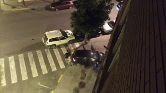 Vés a: Un cotxe s'encasta contra un restaurant de Balaguer després d'un accident
