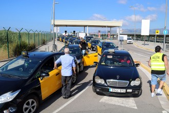 Vés a: Els taxistes amenacen amb «mobilitzacions indefinides» a partir del 30 d'octubre