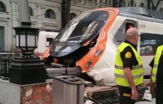 Vés a: Almenys vint ferits en xocar un tren contra un topall de l'estació de França