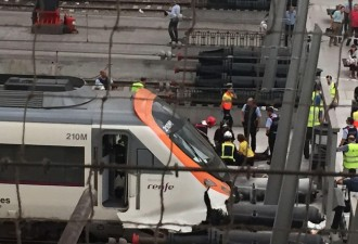 Vés a: Nou balanç de l'accident d'un tren a l'estació de França