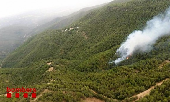 Un llamp, possible causa d'un incendi forestal a Lladurs (Solsonès)