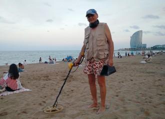 Vés a: El «pescamonedes» de la Barceloneta: «Aquí no hi ha rellotges d'or»