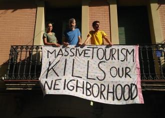 Vés a: Gràcia tem per la seva festa: «L'Ajuntament contractarà decoradors si es fa fora els veïns?»