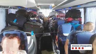 Vés a: Denuncien el conductor d'un autobús de línia regular per transportar paquets