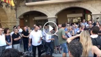 Vés a: VÍDEO Incidents amb Josep Anglada durant el minut de silenci a Vic