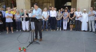 Manresa guarda un multitudinari silenci per rebutjar l'atemptat terrorista de Barcelona