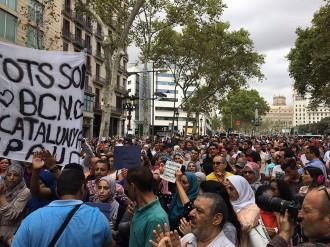 Vés a: La comunitat musulmana es concentra a la Rambla contra l'atemptat: «No en el nostre nom»