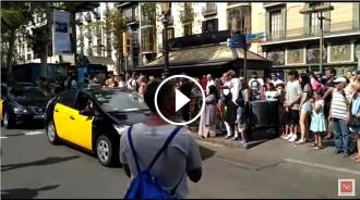 Vés a: VÍDEO Els taxistes reben l'escalf de la gent a la Rambla