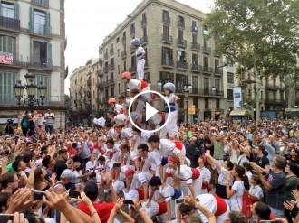 Vés a: VÍDEO Les colles de falcons catalanes emocionen a una Rambla abarrotada
