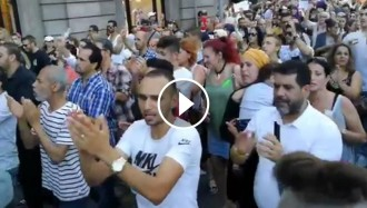 Vés a: La comunitat musulmana torna a manifestar-se a la Rambla: «No som terroristes»