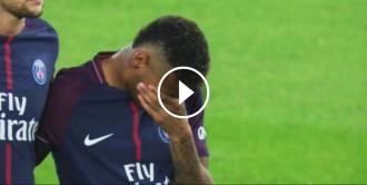 Vés a: VÍDEO Neymar s'emociona en el minut de silenci per les víctimes de l'atemptat de Barcelona