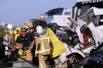 Vés a: Un mort, un nen crític i dos ferits greus en un accident múltiple a l'A-2 a Lleida