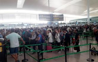 Vés a: Falsa alarma a l'Aeroport de Barcelona per una motxilla