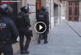 Vés a: VÍDEO Així van entrar els Mossos als pisos de Ripoll escorcollats