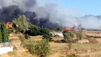 Vés a: Un incendi de vegetació afecta naus industrials d'un polígon de Navarcles, al Bages
