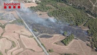 Vés a: Trenta-quatre dotacions de Bombers treballen en un nou incendi a Navarcles, a 800 metres del d'ahir