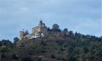 Un helicòpter de la Guàrdia Civil sobrevola Solsona a molt baixa altura