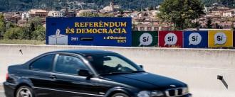 Vés a: El Govern activa els «plans B» del referèndum en plena ofensiva de la Guàrdia Civil