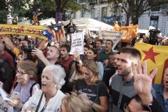 Vés a: La premsa internacional reacciona: «El Govern, objectiu de la policia espanyola»