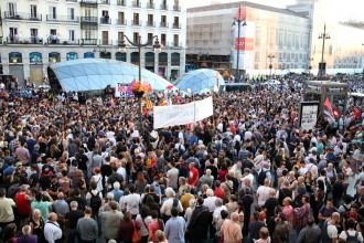Vés a: Centenars de persones omplen la Puerta del Sol en defensa del dret a decidir