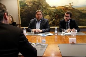 Vés a: Junqueras dona ordre de pagar als funcionaris les nòmines amb fons propis i Madrid ho accepta