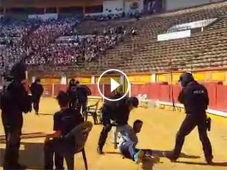 Vés a: VÍDEO Un grup de GEO «exhibeix» la seva violència davant 7.000 nens