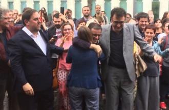 Vés a: VÍDEO Els detinguts per l'1-O reben una ovació a la sortida del jutjat