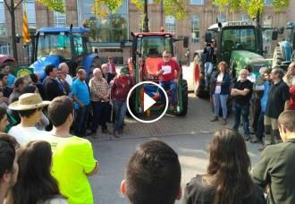 Vés a: Els tractors surten al carrer en defensa del referèndum