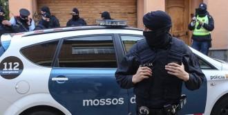 Vés a: L'Estat fa el pas per prendre el control dels Mossos