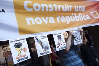 Vés a: FOTOS Mobilització massiva al territori per defensar el referèndum