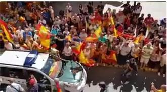 Vés a: VÍDEO «A por ellos!»: Huelva envalenteix els guàrdies civils enviats a aturar l'1-O