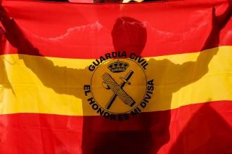 Vés a: La Guàrdia Civil demana suport econòmic per telèfon als catalans