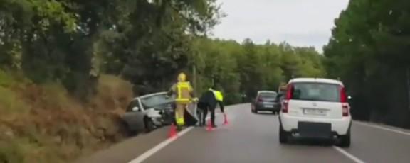 La col·lisió d'un cotxe amb un camió al Pi de Sant Just deixa un ferit lleu