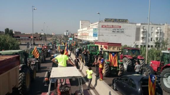Crida als tractors per defensar els col·legis i les urnes del referèndum