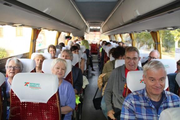 Un nombrós grup de solsonins acompanyen l'alcalde de Solsona a la Fiscalia Superior de Catalunya