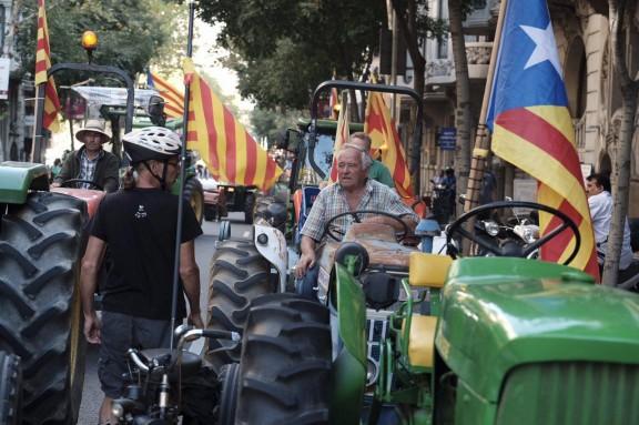 Els tractors prenen les ciutats en defensa del referèndum