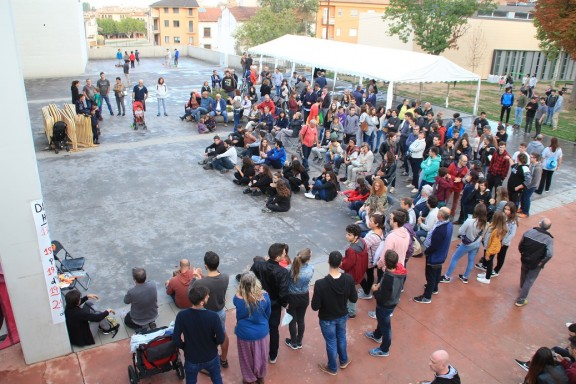 Unes 300 persones omplen la Sala Polivalent en la vigília del referèndum