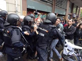 Vés a: El jutge demana a la Policia espanyola identificar els agents que van actuar l'1-O