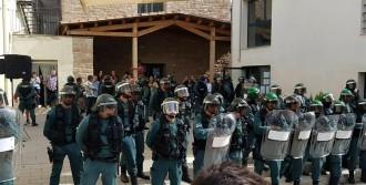 Vés a: Criden a declarar com a testimonis deu guàrdies civils que es van desplegar l'1-O al Bages