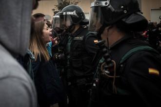 Vés a: El jutjat de Girona també demana a la policia espanyola que identifiqui els agents de l'1-O
