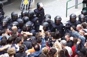 Vés a: Amnistia Internacional, sobre l'1-O: «Es va utilitzar força excessiva contra manifestants pacífics»