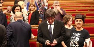 Així es va gestar el canvi de guió de Puigdemont: relat del ple que ajorna la independència
