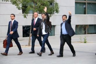 Vés a: La defensa de Cuixart aporta proves de la seva acció «pacífica» i de mediació policial